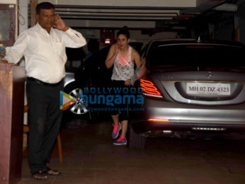 Kareena Kapoor Khan snapped in Bandra below her house
