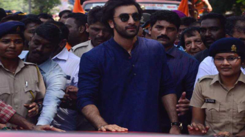 Ranbir Kapoor, Rishi Kapoor and family bid adieu to Ganpati Bappa at RK Studios (3)