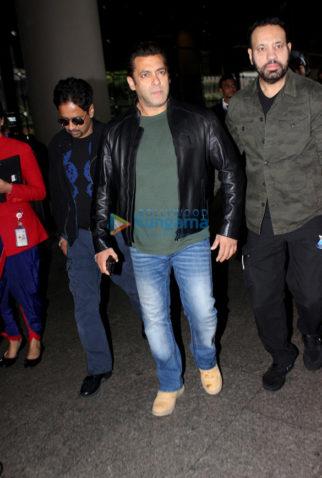 Salman Khan, Parineeti Chopra and Kanika Kapoor snapped at the airport