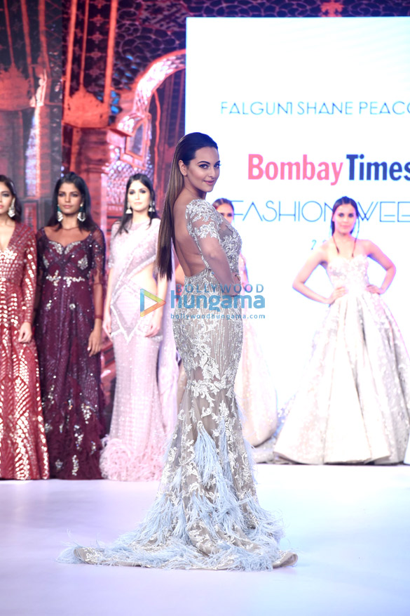 Sonakshi Sinha walks the ramp at Bombay Times Fashion Week 2017-4