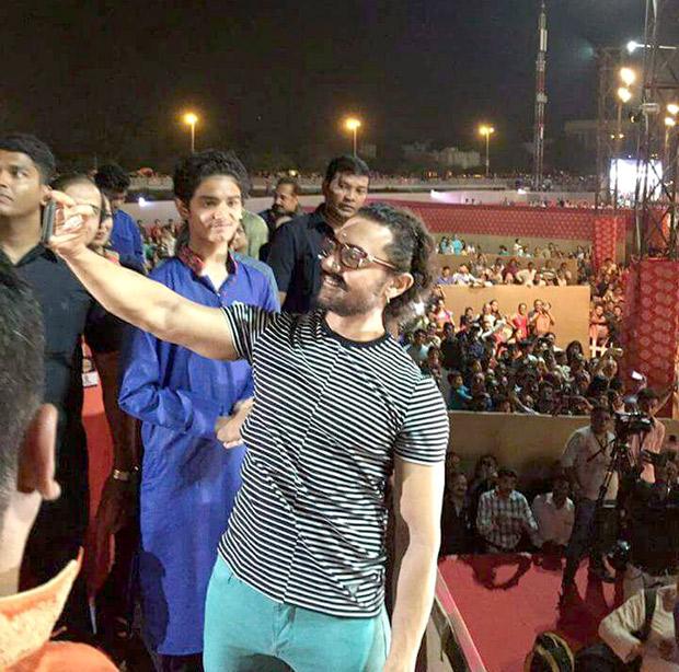 WOW! Aamir Khan celebrates Navratri in Vadodara and