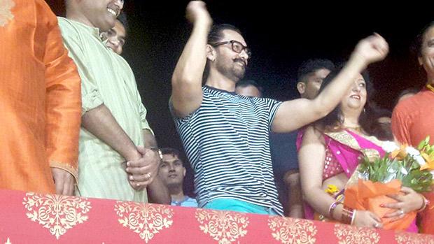 WOW! Aamir Khan celebrates Navratri in must watch