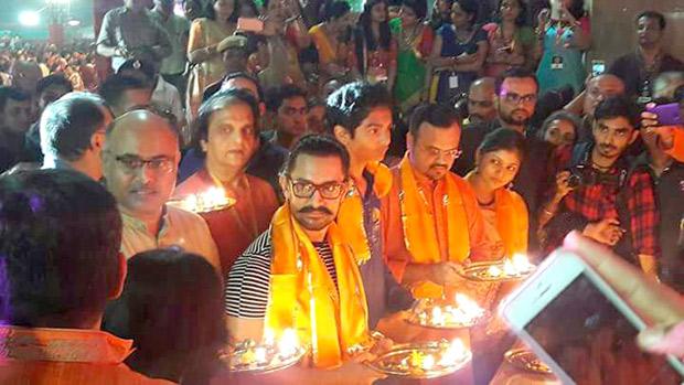 WOW! Aamir Khan celebrates Navratri in