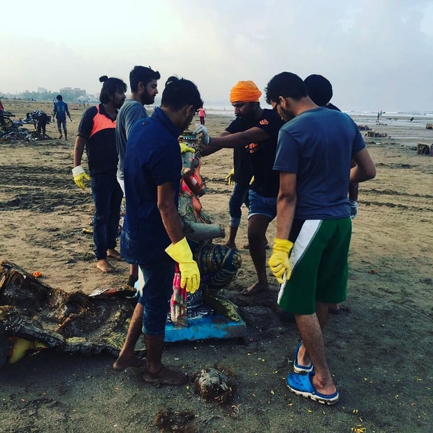 When-Randeep-Hooda-took-up-the-task-of-cleaning-up-Versova-beach-in-Mumbai-6