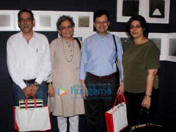 Anuradha Paudwal and others grace the inauguration of Kuldip Karegaonkar's latest exhibition 'Maati'