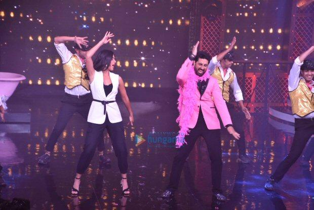 Check out Katrina Kaif grooves with Abhishek Bachchan on 'Sheila Ki Jawaani' (2)