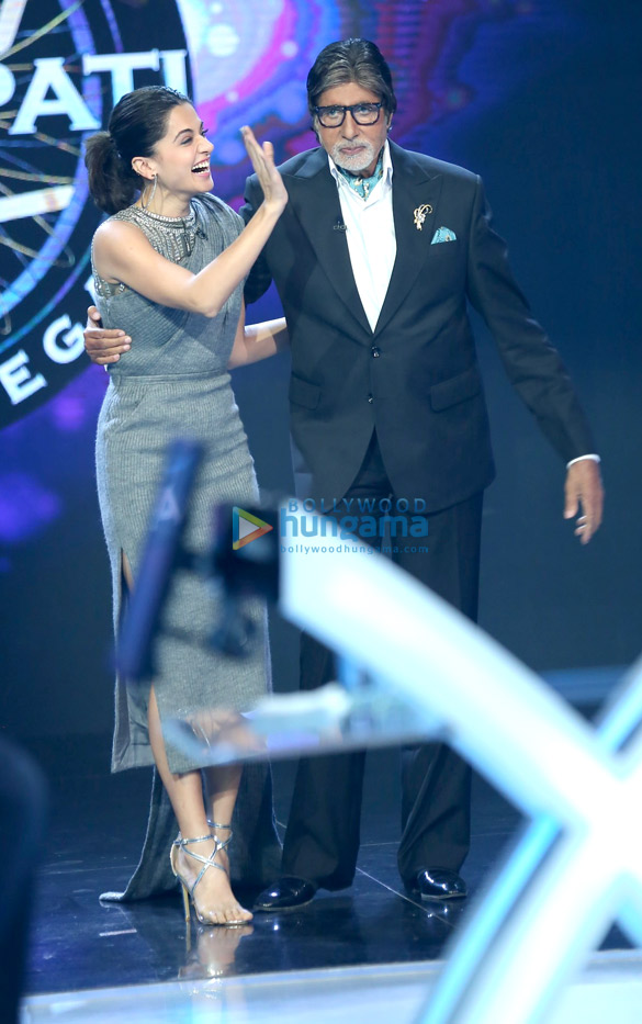 Check out Taapsee Pannu reunites with Pink co-star Amitabh Bachchan on the sets of Kaun Banega Crorepati 9 (1)