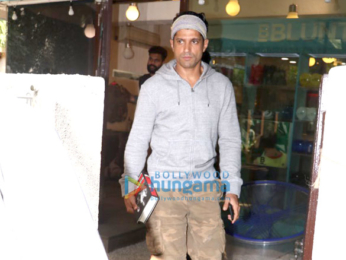 Farhan Akhtar snapped at B'blunt salon