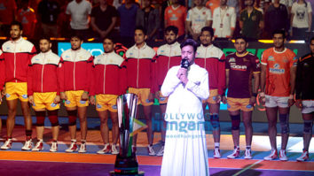 Irrfan Khan sings the National Anthem at 'VIVO Pro Kabaddi Season 5'