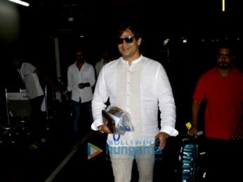 Kajol and Vivek Oberoi arrive from Goa