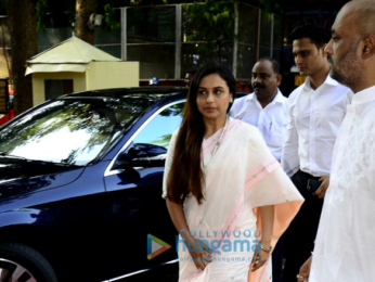 Rani Mukerji's family arrives for Ram Mukerji's prayer meet