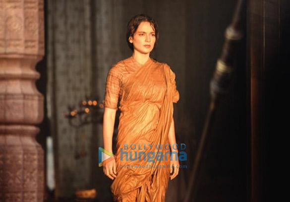 SNEAK PEEK: Kangana Ranaut looks epic in the warrior look of Rani Laxmibai