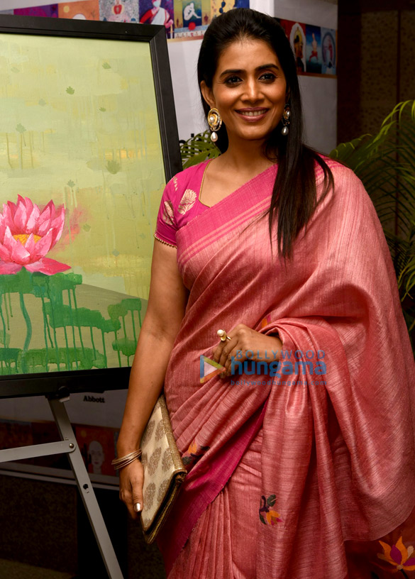 Sonali Kulkarni snapped at the breast cancer awareness campaign | Parties & Events