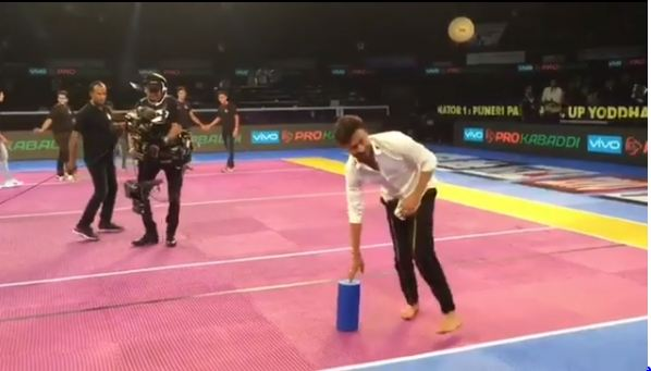 WATCH Irrfan Khan plays kabaddi at Pro- Kabaddi promotes Qarib Qarib Singlle on pro-kabaddi