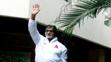 Amitabh Bachchan snapped waving his fan at Jalsa