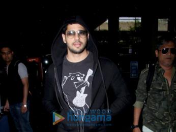 Kriti Sanon, Sidharth Malhotra snapped at the airport