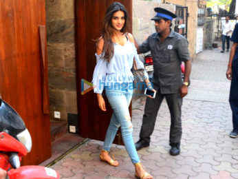 Nidhhi Agerwal spotted post lunch in Bandra