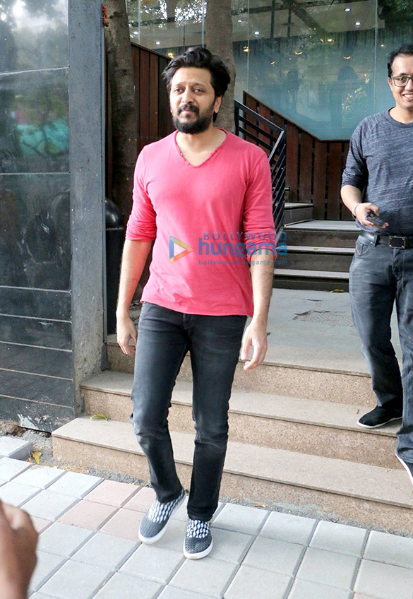 Riteish Deshmukh spotted at Starbucks in Khar