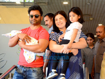 Sachiin Joshi snapped with his new born baby