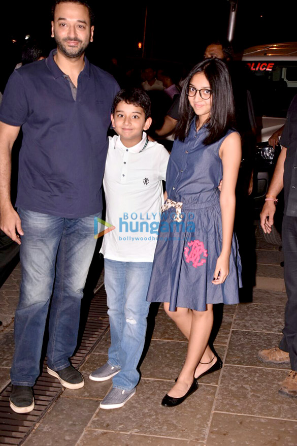 Shah Rukh Khan, AbRam and others at Aaradhya's birthday bash