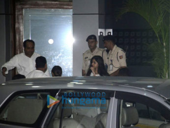 Shah Rukh Khan's family snapped post Charter Flight