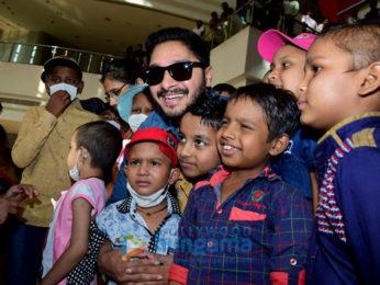 Shreyas Talpade hosts the screening of 'Golmaal Again' for the children of Tata Memorial Hospital