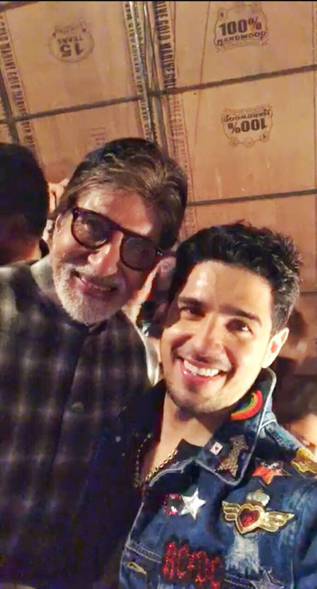 Sidharth Malhotra pays tribute to Amitabh Bachchan dancing to medley of his hit tracks -1