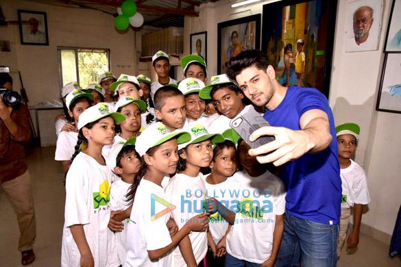 Sooraj Pancholi celebrates his birthday with kids from Smile Foundation