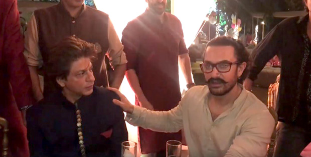 WATCH Aamir Khan and Shah Rukh Khan are left stunned after watching this magician's card tricks (1)