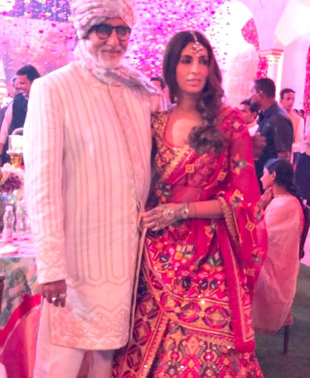 WOW! Amitabh Bachchan, Jaya Bachchan, Abhishek Bachchan, Aishwarya Rai Bachchan and Shweta Nanda attend a wedding and they all look regal! (3)