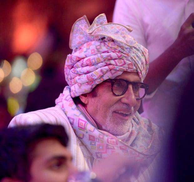 WOW! Amitabh Bachchan, Jaya Bachchan, Abhishek Bachchan, Aishwarya Rai Bachchan and Shweta Nanda attend a wedding and they all look regal! (6)