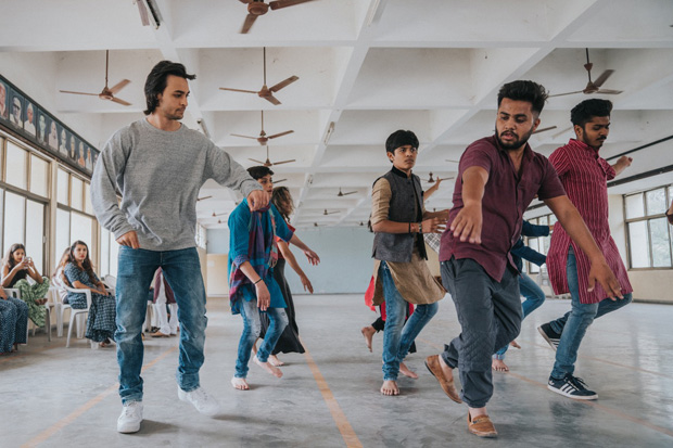 Aayush Sharma learns Garba for Loveratri