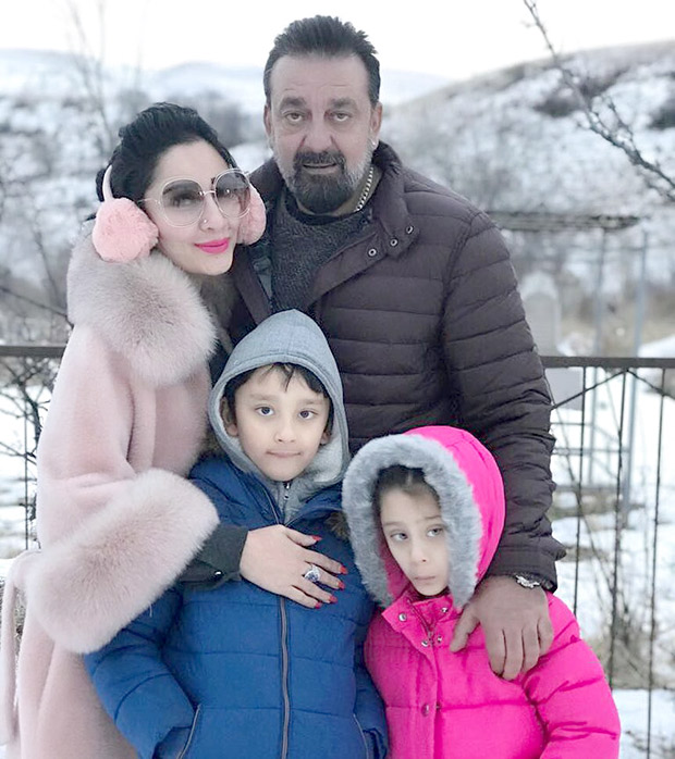 Check out Sanjay Dutt has a blast with wife Maanayata and kids on sets of Torbaaz (3)