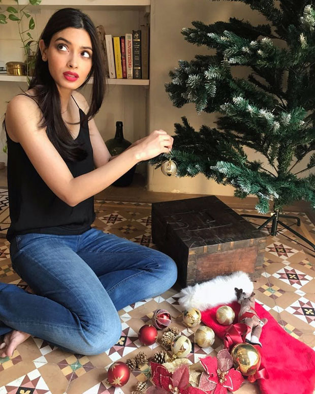 Don't miss Diana Penty's reaction when her mother caught her decorating the Christmas tree at the last moment