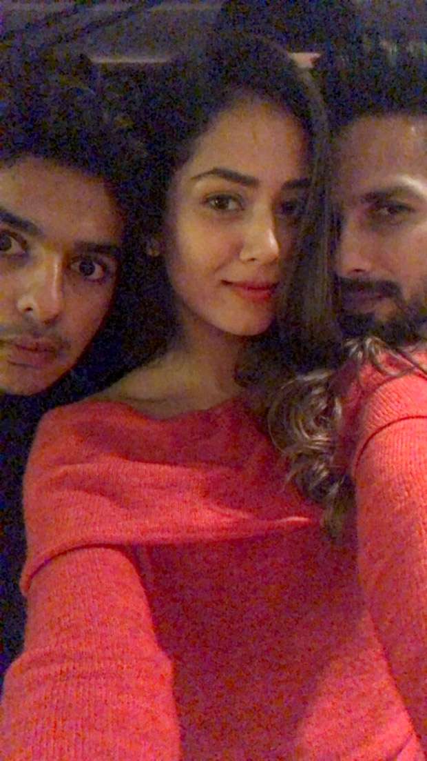 It's a family night for Shahid Kapoor, Mira Rajput and Ishaan Khatter (1)