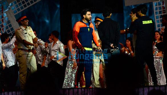 Ranveer Singh snapped rehearsing for Zee Cine Awards 2017