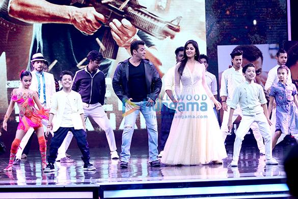 Salman Khan and Katrina Kaif wow the audience on the sets of Super Dancer (1)