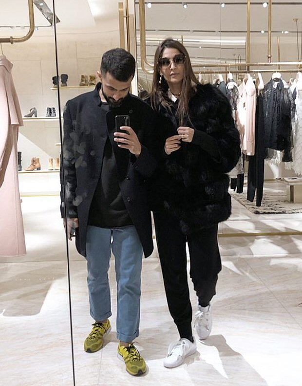 Sonam Kapoor and Anand Ahuja enjoy the chilly weather of London this Christmas1