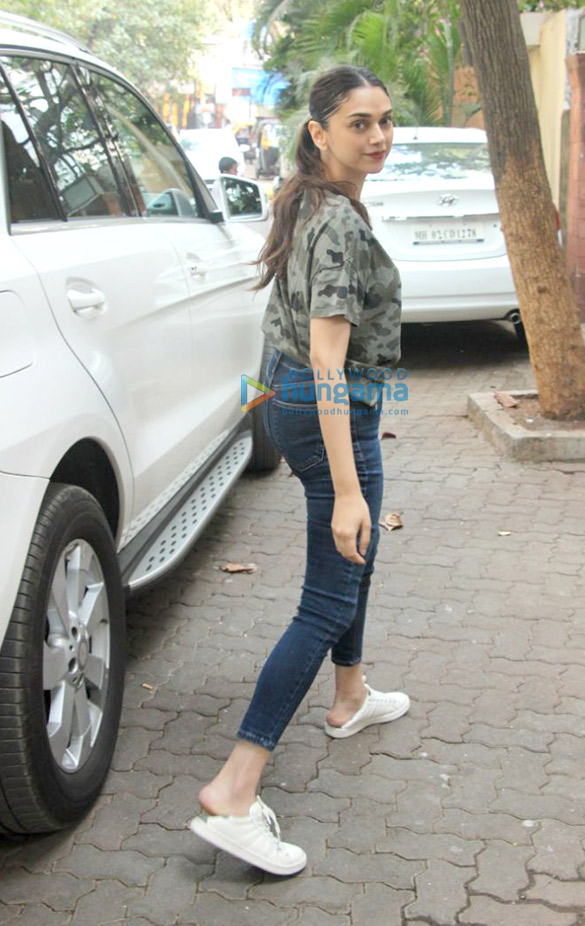 Aditi rao hydari spotted at hakim s aalim salon in bandra for Aalim hakim salon