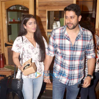 Aftab Shivdasani and his wife snapped at the Farmers' Cafe