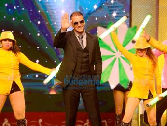Akshay Kumar and Sonam Kapoor promote 'Pad Man' on the sets of Sa Re Ga Ma Pa - Ghe Panga, Kar Danga'