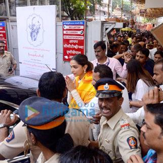Deepika Padukone snapped visiting the Siddhivinayak temple