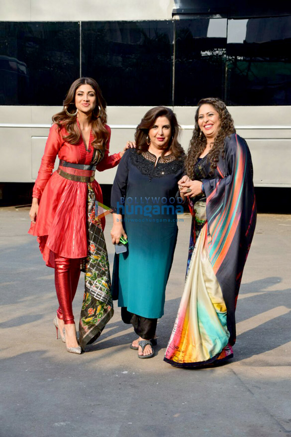 Farah Khan with Shilpa Shetty on the sets of Super Dancer 2