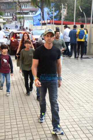 Hrithik Roshan snapped with family at PVR, Juhu