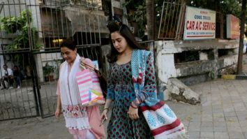 Sara Ali Khan spotted with mother Amrita Singh at Kromakay saloon in Juhu