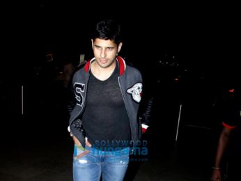 Ajay Devgn, Kajol, Sidharth Malhotra, Sussanne Khan and Aftab Shivdasini snapped at the Mumbai airport last night