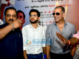 Akshay Kumar and Aditya Thackeray inaugurate the pad vending machine at Mumbai Central