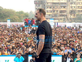 Akshay Kumar flags off Max Bupa's Walk For Health marathon in Mumbai