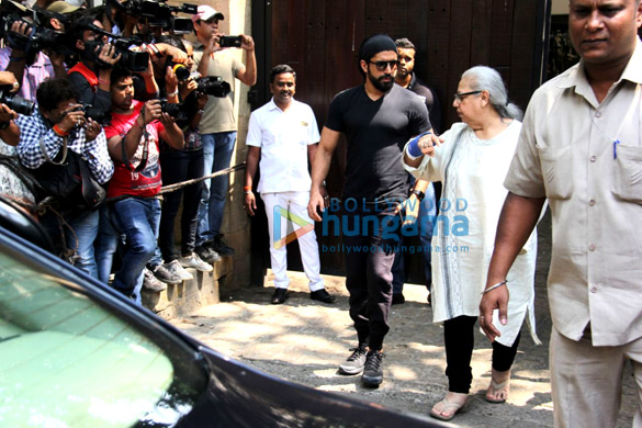 Farhan Akhtar and his mother, Saroj Khan, Ritesh Sidhwani and Farah Khan snapped at Anil Kapoor's house