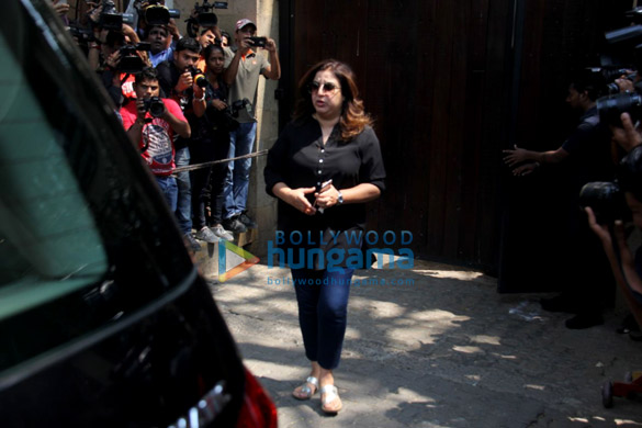 Farhan Akhtar and his mother, Saroj Khan, Ritesh Sidhwani and Farah Khan snapped at Anil Kapoor's house